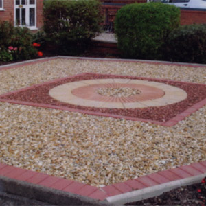 Gravel with Feature & Brick Edging